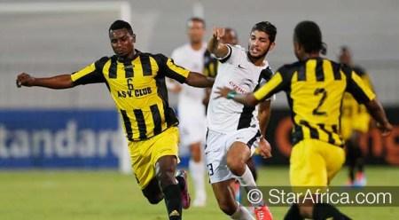 L'AS Vita, club congolais (RDC - en jaune et noir)  lors  de sa victoire en demi-finale de la Ligue des Champions 2014  face au club tunisien du CS Sfaxien.