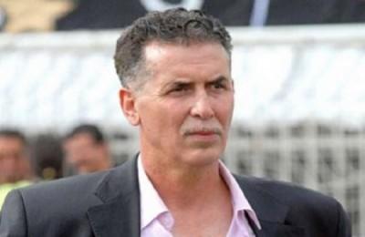 Abdelhakim Serrar a été joueur de Sétif dans les années 1980 avant d'en devenir le président dans les années 2000 (jusqu'en 2012 où il a été remplacé par Hassan Hamar). Il a été l'un des artisans des succès du club ces dernières années.